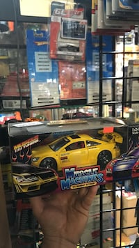 yellow Muscle Machines car scale model