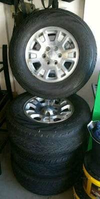 Gmc Sierra factory 17's with tires Natchitoches, 71457