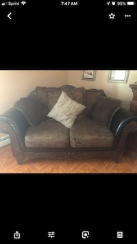 black leather 2-seat sofa Fitchburg, 01420