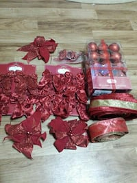 red Christmas-themed ribbon and bauble collection Donna, 78537