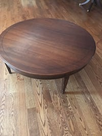 round brown wooden coffee table Ottawa, K2G 0K4