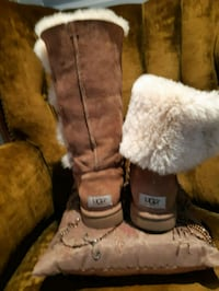 Ugg size 7 stylish winter boots Richmond Hill, L4C 6E4