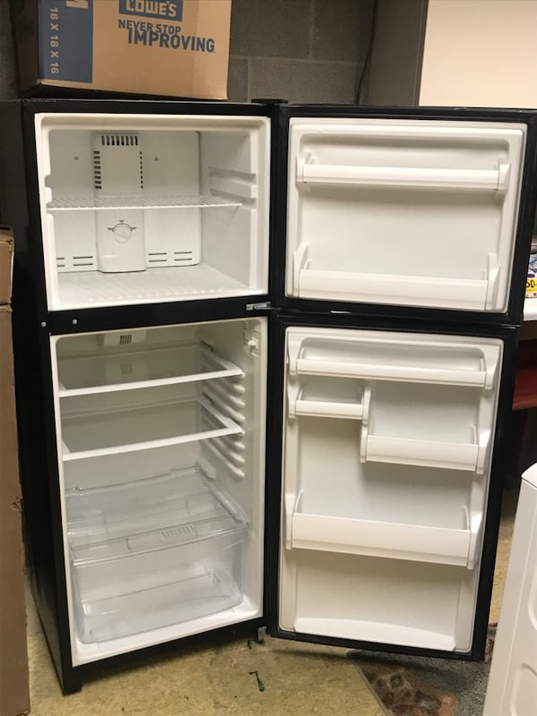 "Fridge 60""h, 27""d, 24""wide 21da3587-3cc9-445b-8db8-f2bc5093bf2d"