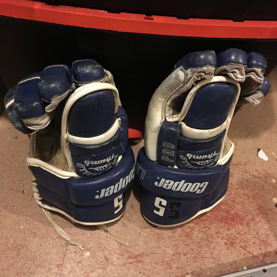Used Cooper Adult Leather Hockey Gloves $9 bebe84a9-4577-415d-beee-7aa797983d93