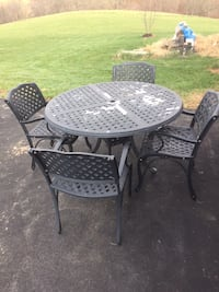 Patio Table and 4 Chairs - in Sykesville 21784 48 km