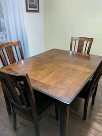 Moving out sale. Expandable table with 6 chairs