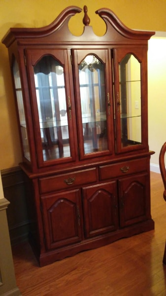 Queen Anne Cherrywood China Cabinet