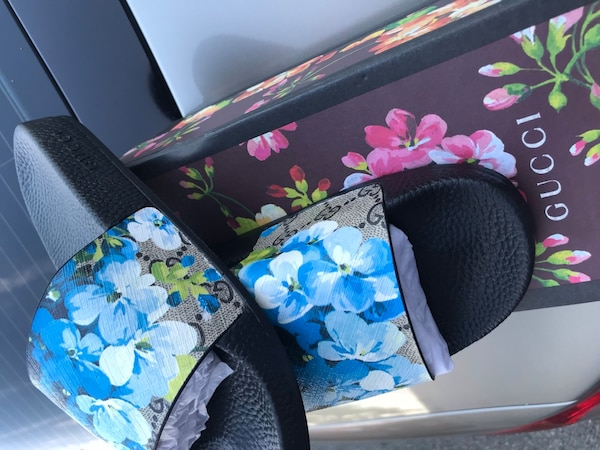 •Woman GUCCI Blooms Supreme Slide Sandals / size 8 (European size 39) •NEVER BEEN USED •Original box •Blue floral •Dust bags *$360 (Retail price) asking price $190 (FIRM)