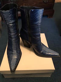 Pair of women's blue leather cowboy boots Alexandria