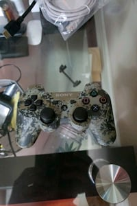 Like new...Sony playstation controller  Mississauga, L5B 0E8