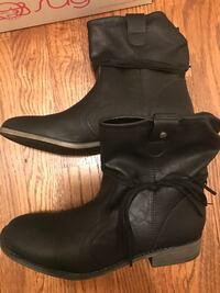pair of black leather booties Maryland Heights, 63043