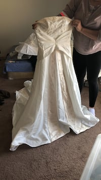 Brand new wedding dress Edmonton, T5H 1S4