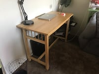 Beautiful desk with pullout keyboard holder Oakland, 94606