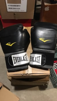 Pair of black everlast boxing gloves Calgary, T2Y 2T4