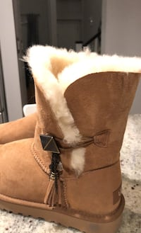 UGG woman size 7 brand new. Langley, V2Y 2Y4