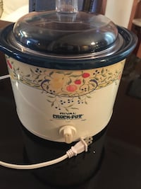 White and blue rival crock-pot slow cooker Woodbridge, 22191