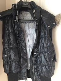 Black vest with a hood. Like new Size L. Pick up in NE