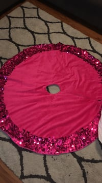 Pink Xmas tree skirt & ornaments  Omaha, 68134