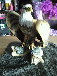 Eagle purched on stump porcelain statue Visalia