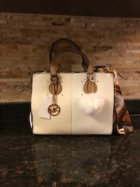 white leather 2-way handbag Dearborn, 48126