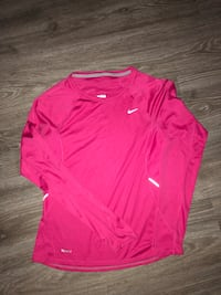 Size ladies small Nike top  Brampton, L6X