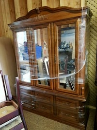 Armoire solid oak. Price is $125 or BO 525 km