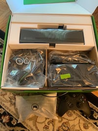 Like New XBOX ONE Kinect 500gb 2 controllers and remote control Silver Spring, 20906