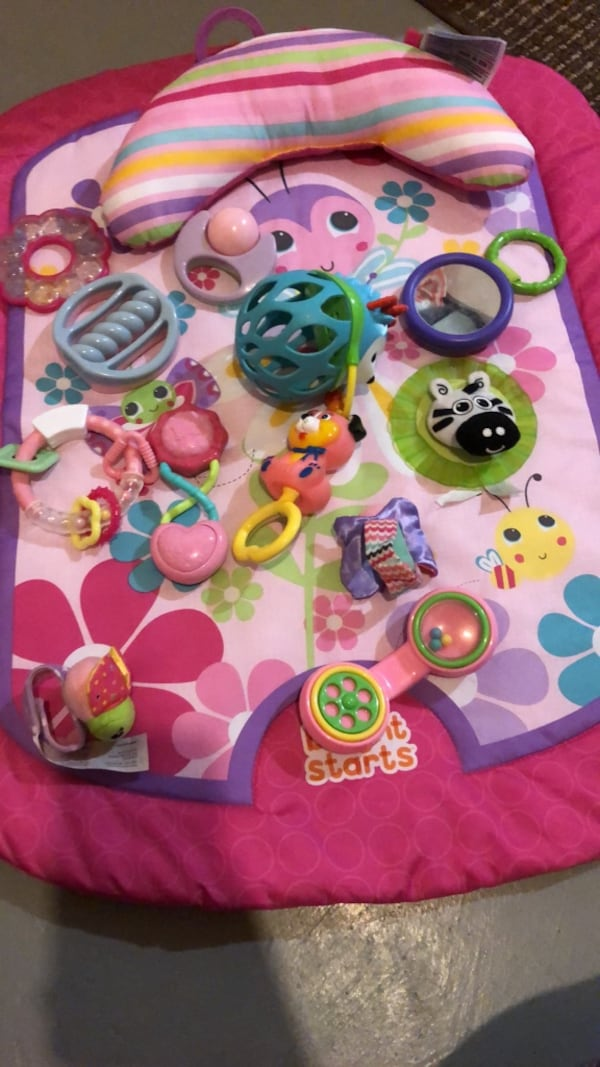 Baby mat with baby toys 29356dc6-ce81-49ee-8f4c-d08ffcdf0ff5