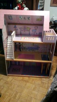 4Ft. High Gently Used Doll House Toronto, M5A 4G1