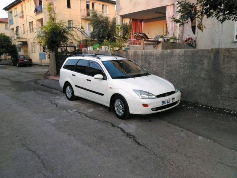 2001 Ford Focus SW 9