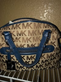 MK Handbook in New condition. Relocated and I have tons of items to sell.  Miami Gardens