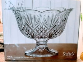 Dublin Crystal trifle/centrepiece bowl on a stand