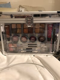 Makeup with Train Case Henderson, 89002