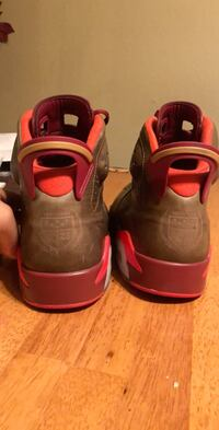 pair of red-and-black Nike basketball shoes DeRidder, 70634