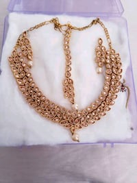 Brand new necklace set Edmonton, T5Y