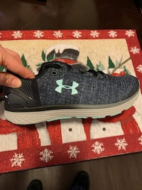 Girls Under Armour Shoes 6.5 youth Parkville, 21234