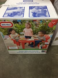 Little tikes red table and chairs set brand new  Hamilton, L8M 2B5