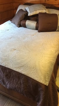 quilt set  queen with shams and pilliws Grapevine, 76051