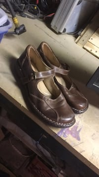 Pair of brown leather dress shoes Cambridge, N3H 1Z1
