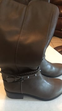 New women's boots size 7, color gray/brownish Brownsville