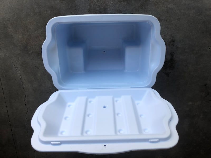 Rubbermaid Large Two Wheeled Cooler w/ Pull Handle dd673d27-14fb-49cc-9d87-473626172c38