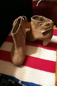 pair of brown suede boots Oklahoma City, 73114