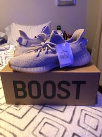 Authentic Yeezy Sesames  Mississauga, L5C 2T3