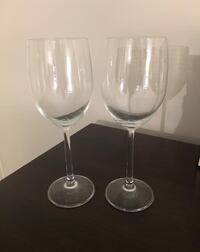 two clear glass footed wine glasses Arlington, 22204