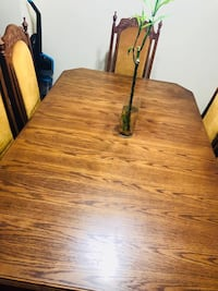 Brown oak wooden extendable table with 6 chairs Toronto, M4H 1J4