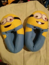 minion slippers size XL 4-5