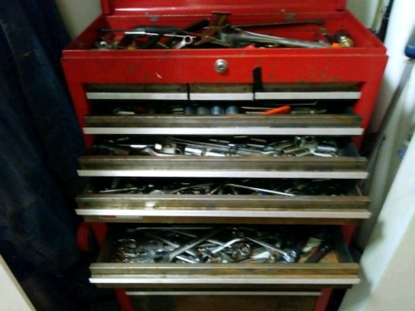 red and black tool chest 77d372cd-f8eb-41f2-92f3-7f156d146007