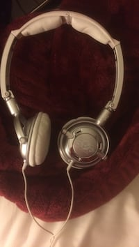 Grey/Silver Skull Candy Headphones