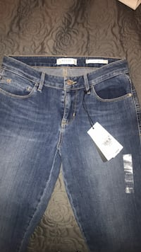 GUESS Los Angeles Jeans - Sexy Curve  Toronto, M8V 3P9