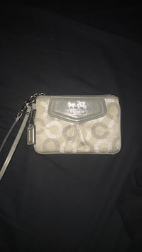 White and gray coach wristlet Vaughan, L0J 4H7